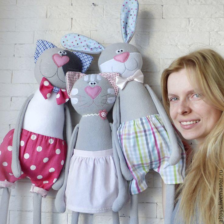 Куклы и игрушки ручной работы. Ярмарка Мастеров - ручная работа Большая кошка в полосатой юбочке. Handmade.