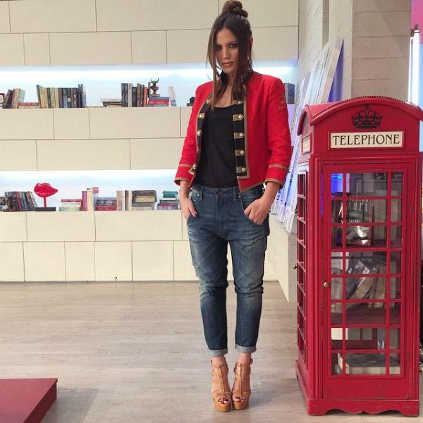 Μαίρη Συνατσάκη: Δείτε την stylish τσάντα που σχεδίασε για καλό σκοπό
