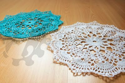 Here it is! Finally, i have the beautiful doilies finished and ready to delivery on the Store of Mr. Jacinto. I hope he like it.  The design is very beautiful and so the colors... the became spectacular. Aside that, i think they give wonderful photographs, do not give?