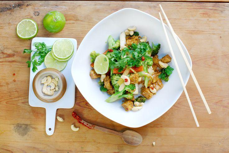 Cashew satay med wokade grönsaker