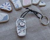 Frammento di maiolica spiaggiata in originale portachiavi per idea regalo