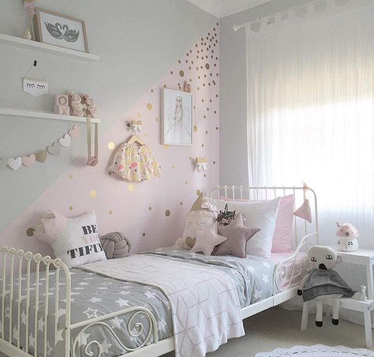 I like the pink hearts on the wall