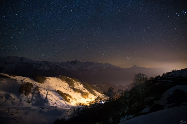 Night in the mountains - This shot was taken from Guzet-Neige skiign station. Far away on the right can be see the plain and the light pollution from all the cities there.