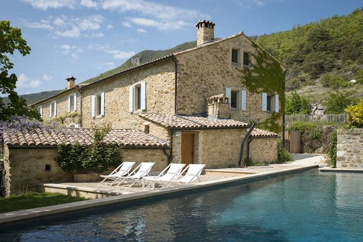 A Quaint Retreat In Southern France Surrounded By Green And Lavender