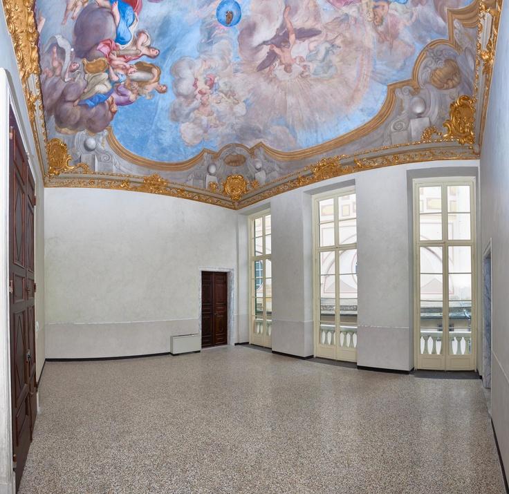 """Gli affreschi rappresentanti """"Ganimede asceso in cielo"""", """"Lo sbarco di Colombo nel nuovo mondo""""  e """"L'età dell'oro"""", sono rispettivamente di Giacomo Antonio Boni e Domenico Parodi."""