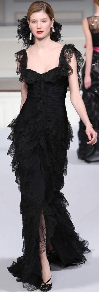 Este estilo vestido está inspirado en los bailadores flamencos. A mi me gusta los volantes, y esta version moderna es muy creativo.