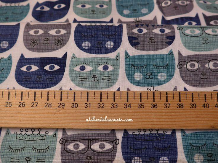 Tissus animaux, Tissus SASSY CATS imp Chats BLEUS est une création orginale de Atelierdelasouris sur DaWanda