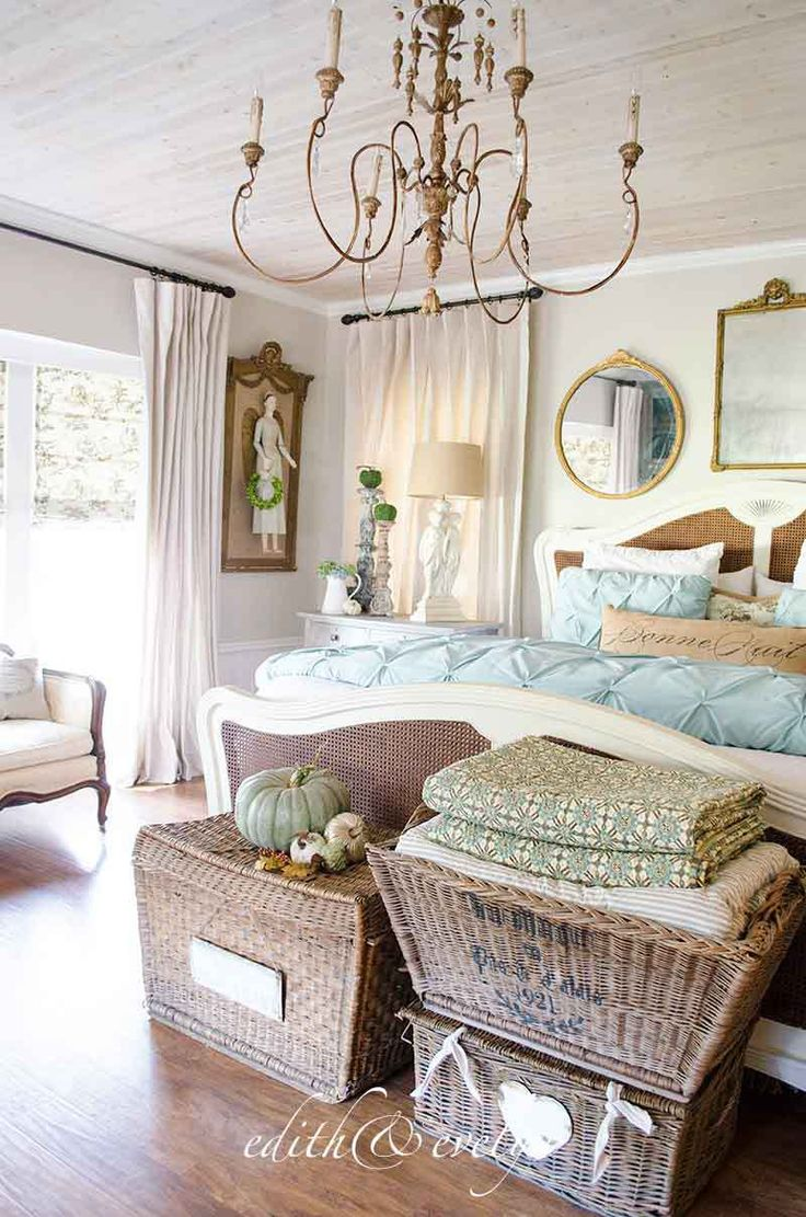 Best 25 vintage inspired bedroom ideas on pinterest for French antique bedroom ideas