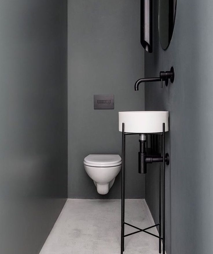 This neutral bathroom is a fantastic example of how effective it can be to use understated decor.