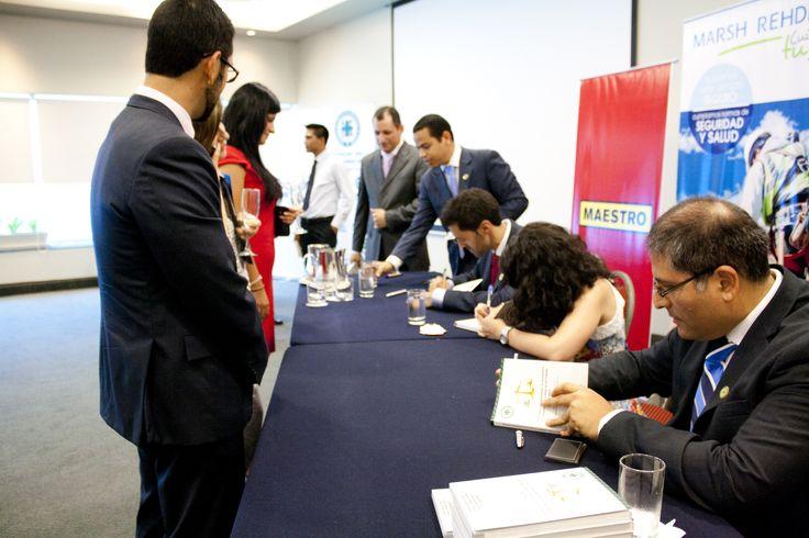 Firma de autógrafos de los 4 autores del libro, durante el lanzamiento, el 20 de febrero en el hotel los delfines