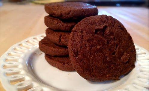 I sablès al cioccolato di Pierre Hermè sono i biscotti più buoni che ci siano. Se ne assaggiate uno, non smetterete più di mangiarli.