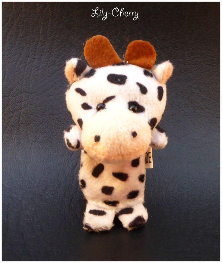 Petite peluche vache marionnette de doigts animal x1 : Fête et Déguisement par lilycherry
