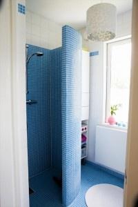 pastilhas no box e no chão: Bathroom Inspiration, Shower Doors, Glasses Brick Bathroom, Tile Shower, Dreams Bathroom, Doors Shower, Bathroom Shower, Coloridasimonemi Blog, Dreamy Bathroom