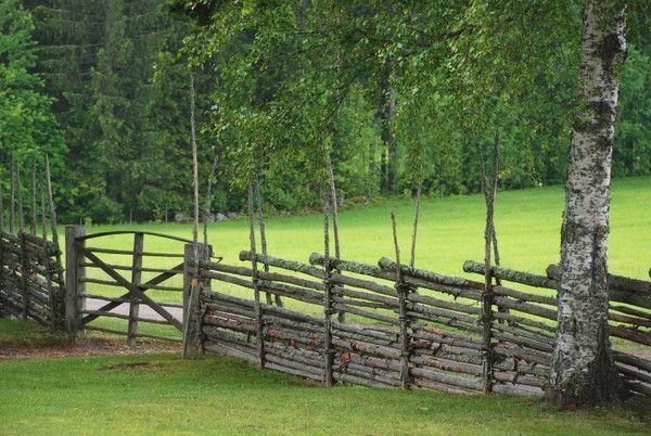 #Roundpole #fence #gärdsgård