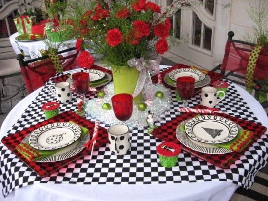 red & blackBeautiful Tables, Tables Sets, Holiday Tablescapes, Black And White, White Check, Black White, Christmas Ideas, Red Black, Christmas Tablescapes