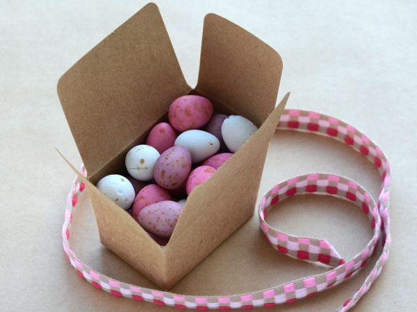 Tiny kraft ballottin box filled with eggs