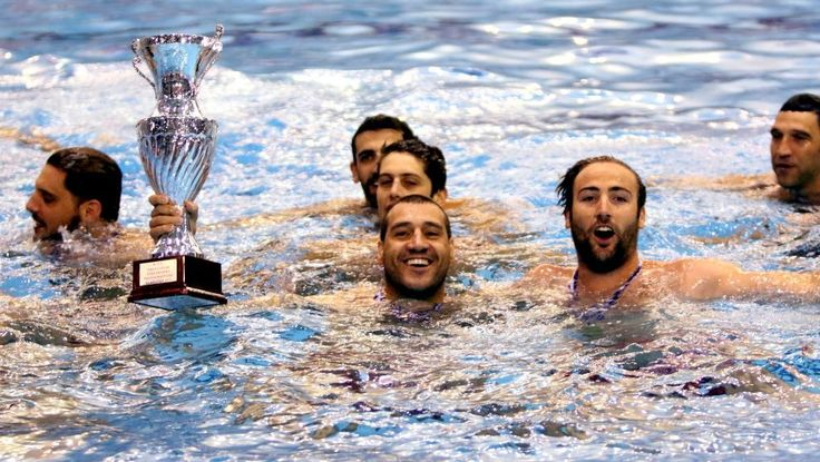 O Ολυμπιακός πρωταθλητής Ελλάδος στο πόλο ανδρών.