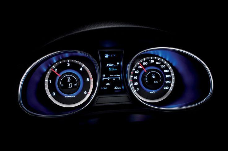 Wyraźny wyświetlacz TFT LCD o przekątnej 4,2 cala przedstawia wszystkie informacje o pojeździe w czytelny sposób. Całość prezentuje się bardzo nowocześnie i stylowo, podobnie jak reszta wnętrza.
