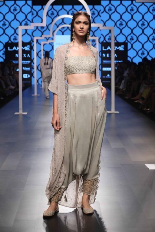 fb59095b34ac0f Payal Singhal - Lakme Fashion Week - SR 18 - 16