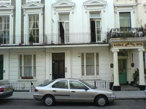 Great Studio Flat Victorian high ceilings including WiFi Price: £150 per week (Ideal for couples) Type: Large Studio Flat Victorian high ceilings throughout. Floor level: 3rd Lifts: No Bills to pay: