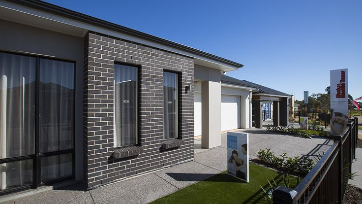 This bold facade will be a joy to come home to! #weeksmacklinhomes #facade #house #home