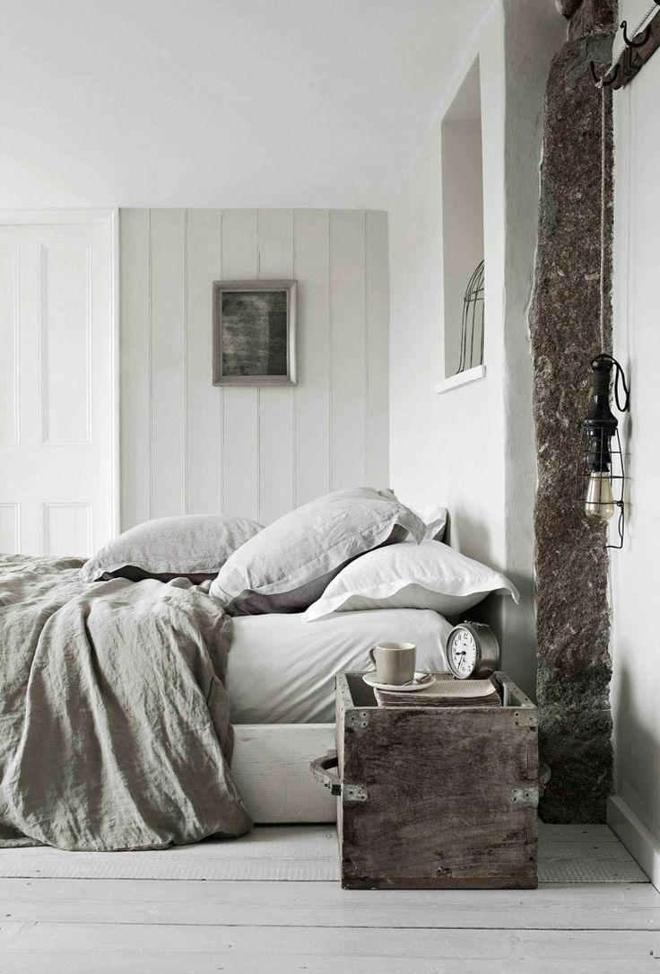 Rustic Bedroom Interior In Beige And Gray Greige Inspiration For The Transitional Home I Love This Weathered Wood Natural Linens