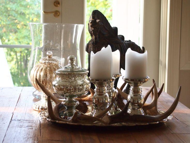 Koristelut olohuoneen kahvipöydällä