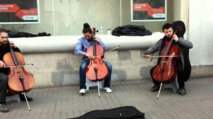 Taksim Sokak Sanatçıları Çello ile Harikalar Çıkaran 3 Genç