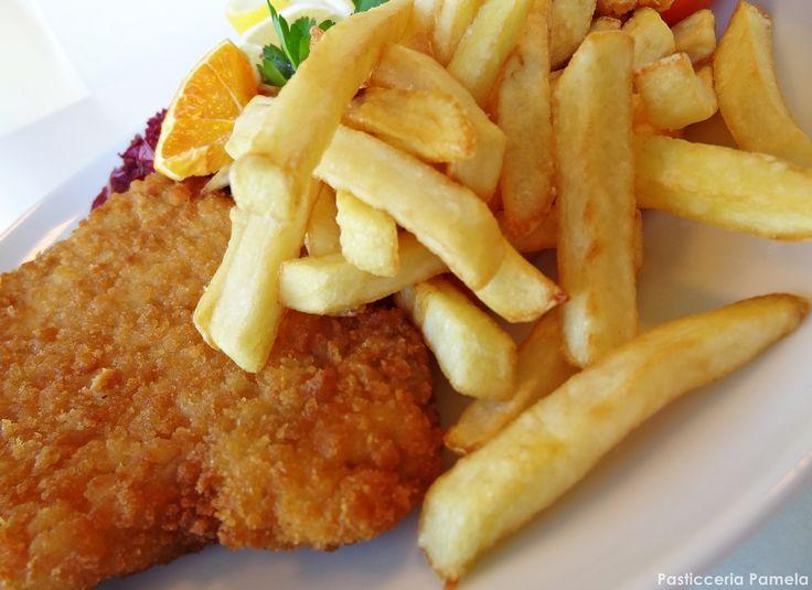 Cotoletta con patatine fritte? Ti aspettiamo al Pamela!! #pranzaconnoi #pranzo #pasticceriapamela #modena Seguici su https://www.facebook.com/PasticceriaPamela