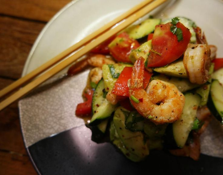 I've alway been a fan of the food culture and dream of having a family restaurant. Maybe that's the reason my abs will never come to the surface lmao. You heard it here first. Thai toasted rice cucumber �� avocado �� shrimp �� salad. It is so bomb��#modernfood #cuisine #foodart #foodphotography #foodporn #thailand #thaifood #thaicuisine #laotianfood #moderncuisine #foodcreation #hungry #goodeats #chef http://w3food.com/ipost/1509248855999408254/?code=BTx7daTgmh-