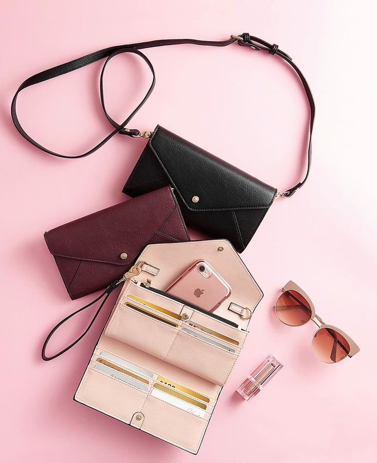 The Midtown clutch ❤️ #poppyandpeonies #clutch #veganleather #wallet #fall #newcollection #designer #fallcollection #style #fashion #berry #versatile #crossbody #wristlet