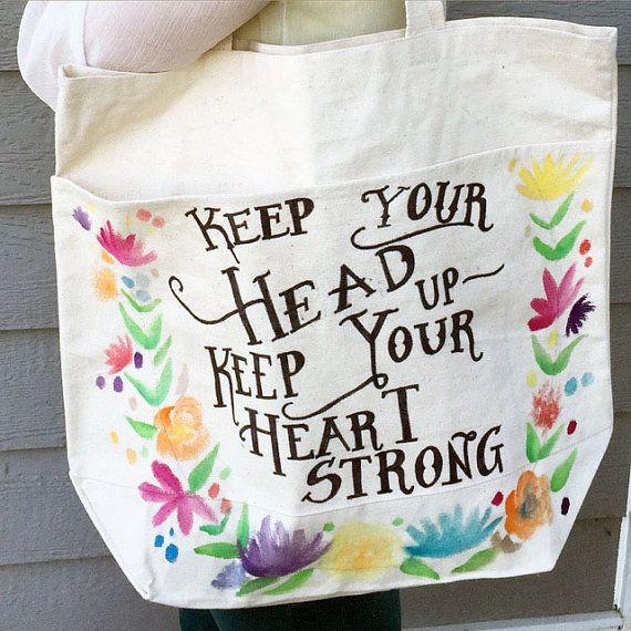 Toute citation, poème lyrique ou phrase peut être choisi pour figurer sur ce grand sac cabas aquarelle et encre. Que ce sac est 100 % personnalisé la palette de couleurs de la Couronne de fleurs est totalement à vous aussi bien!  M'envoyer un message avec votre vision et nous pouvons y arriver! Lors de l'achat, je vais envoyer un croquis de ce que va ressembler la citation et puis de là, je vais le peindre votre sac. S'il vous plaît permettre 3-4 jours pour la peinture et de traitement…