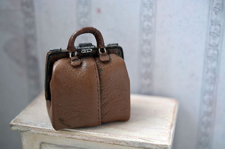 Brown Sac for a doll house, 1/12 Dollhouse Miniature Scale, Little bag for clothes, Handbags for dolls by Galchi on Etsy