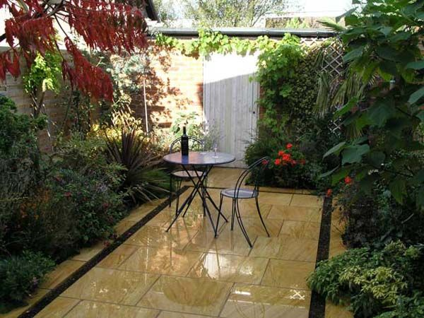 25 beautiful small courtyard gardens ideas on pinterest for Paved courtyard garden ideas