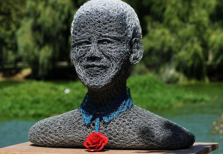 Mister Mandela op de kunstmarkt in Spier (SA) by Jen van Wijngaarden