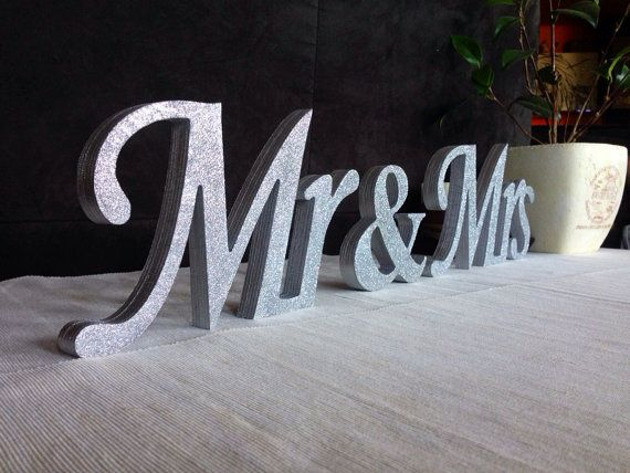 The 25+ best Mr mrs sign ideas on Pinterest | Decor for above bed ...