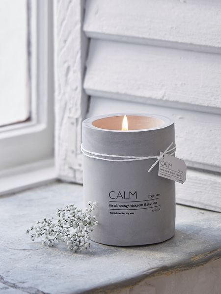 Add a touch of industrial chic with this on-trend concrete aromatherapy candle.
