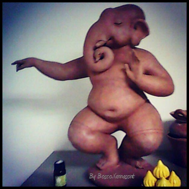 Ganesh in dancing posture, in my office at De Naga Hotel Chaing mai พระพิฆเนศ ปางลีลา ในออฟฟิศ ที่เดอ นาคา เชียงใหม่