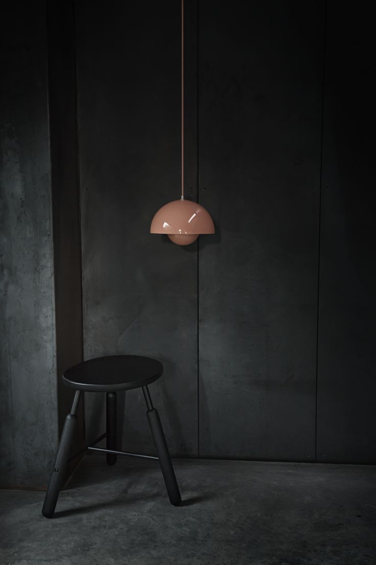 Welcome to the dark side! The edgy NA Stool by Norm.Architects & the colorfull Flowerpot Lamp by Verner Panton.