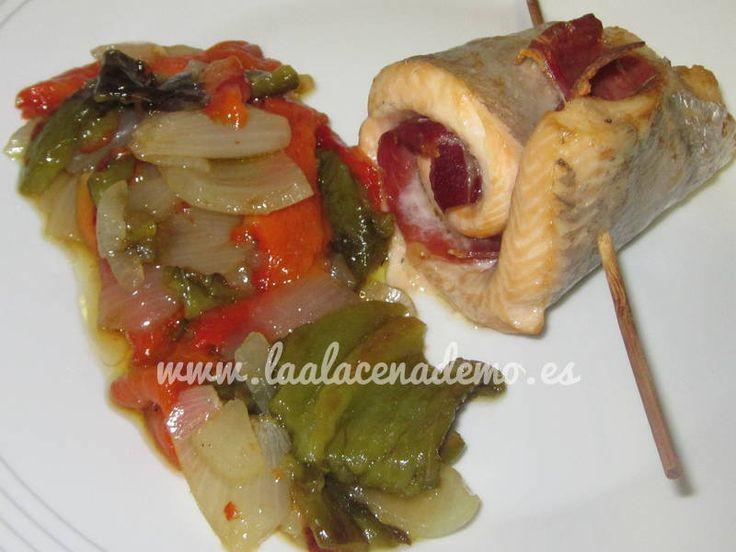 Trucha con jamón al horno. Receta paso a paso con fotos ilustrativas en http://laalacenademo.es/recetas-caseras/pescados-caseros/trucha-con-jamon-al-horno/313/