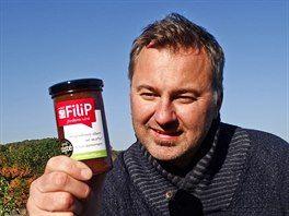 Jan Heřmánek se živí jako šéf ústecké reklamní agentury. Výroba domácích džemů je pro něj koníček, proto odmítá slevovat z jejich kvality nebo zdražovat, přestože je stále v minusu.