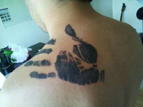 This man had the funeral home make a print of his father's hand so he could have it tattooed on his shoulder