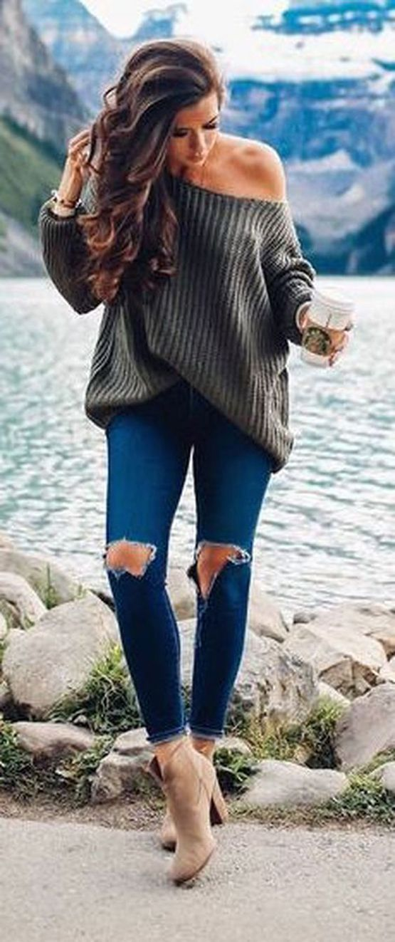 Oversize sweater and some dark jeans is a great combo! #petitefashion