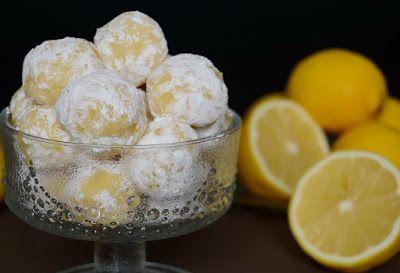 Kellemesen citromos ízű, a szánkban krémesen olvadó, (szerintem) extra finom bonbon. Hozzávalók 20 darabhoz 20 dkg fehér csokoládé 5 dkg vaj 3 evőkanál tejszín 1 bio citrom reszelt héja 1 teáskanál va