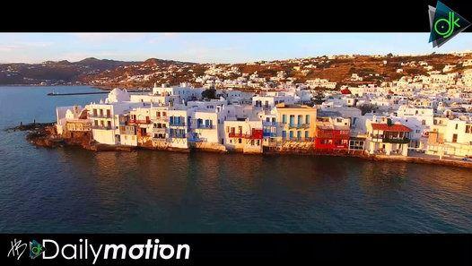 """Ο Ηλίας Βρεττός κυκλοφορεί τη νέα εκδοχή της επιτυχίας του """"Μια Ιστορία"""". Ο Ηλίας Βρεττός εκτός από τις ραδιοφωνικές του επιτυχίες που είναι σταθερά σε κορυφαίες θέσεις στα charts συνεχίζει και την πολύ επιτυχημένη περιοδεία του με sold out εμφανίσεις σε όλη την Ελλάδα Κύπρο και εξωτερικό! """"Μια Ιστορία"""" σε μουσική Κωνσταντίνου Παντζή και στίχους του Λάμπρου Κωνσταντάρα και του Νίκου Σουλιώτη έρχεται σε μια νέα εντελώς διαφορετική version για να μας ταξιδέψει και κυκλοφορεί από τη Panik…"""