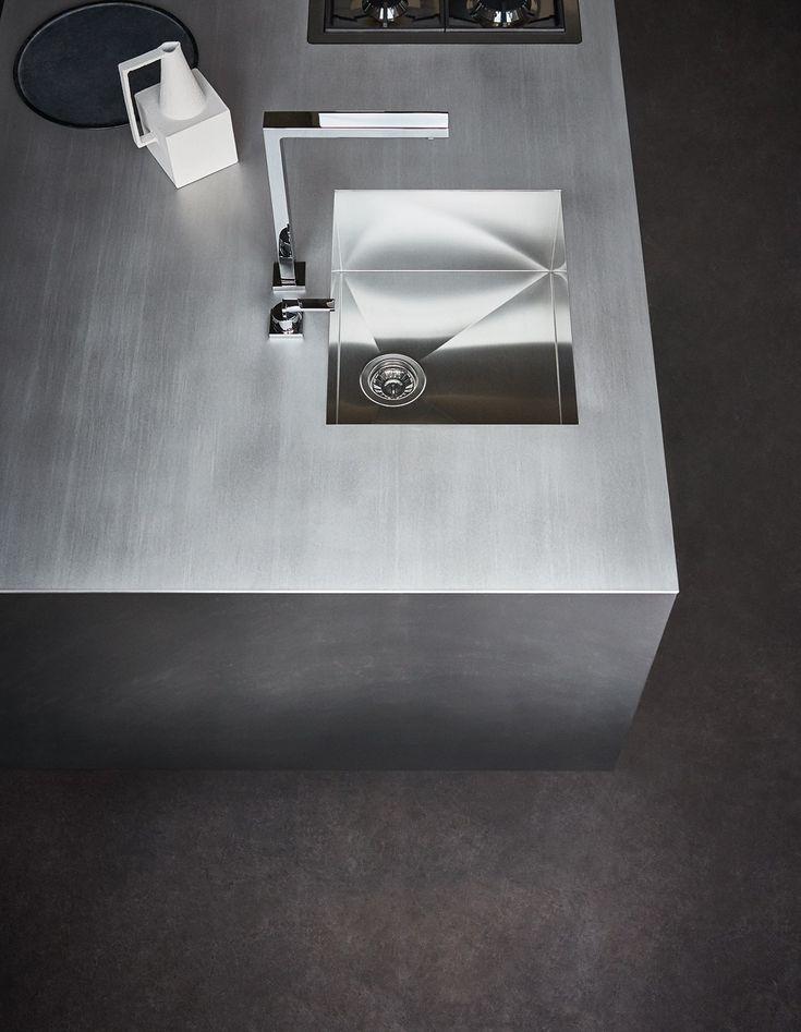 Fitted Kitchen With Island MAXIMA 2.2   COMPOSITION 2 By Cesar Arredamenti  Design Gian Vittorio Plazzogna