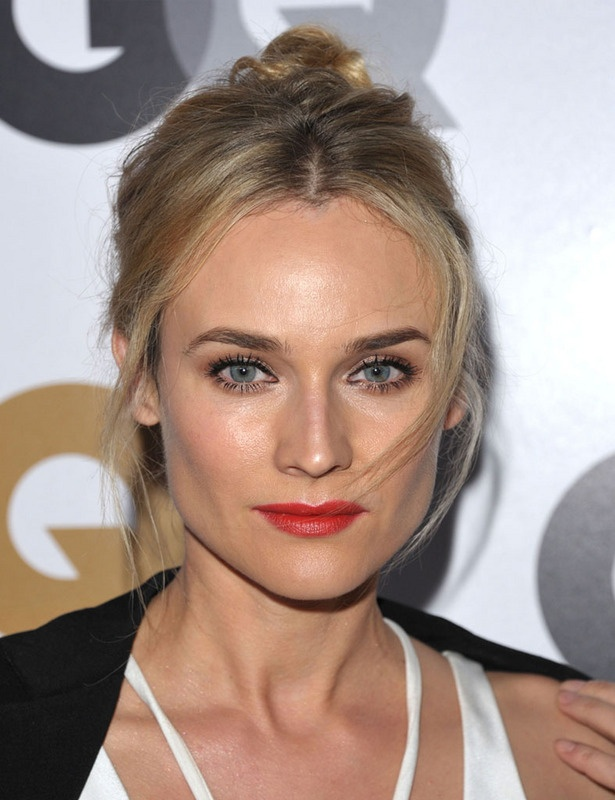 Diane KrugerBeautiful Hit, Beautiful Inspiration, Tops Knots, Kruger Cejas, Knots Braids, Hair Style, Pretty Hair, Eye Liner, Diane Kruger