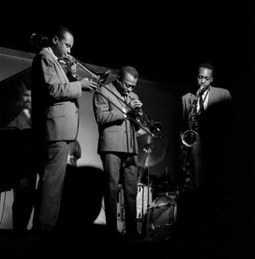 (l-r) Paul Chambers, J.J. Johnson, Miles Davis and Hank Mobley performing at The Birdhouse in Chicago, IL, in September 1961 (Photo by Laird Scott)