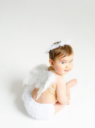 Tanto con el disfraz de angel como con el pijama para bebés y recién nacidos verás convertido a tú bebé en todo un angelito. Pijama o disfraz ¿por cuál te decides?.