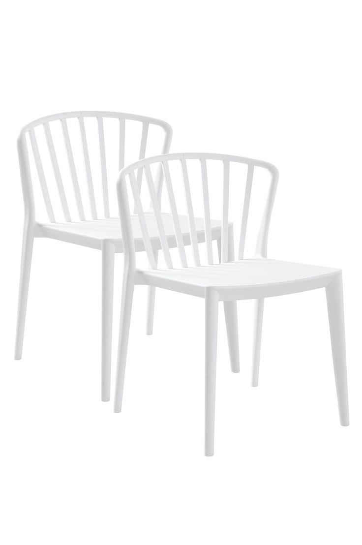 En bekväm stol med mjuka linjer och formad rygg och sits. Stolen är tillverkad i polypropylen vilket gör att man kan använda den både inomhus och i trädgården eller på balkongen. Material: Plast (polypropylen). Storlek: Höjd 78 cm, bredd 54 cm, djup 57 cm, sitthöjd 45 cm. Beskrivning: 2-pack stolar av polypropylen. Stolarna är stapelbara. Kan användas både ute och inne. Skötselråd: Torkas med fuktig trasa. Tips/råd: Stolen är stapelbar vilket gör att den är lätt och att ta fram och ställ...